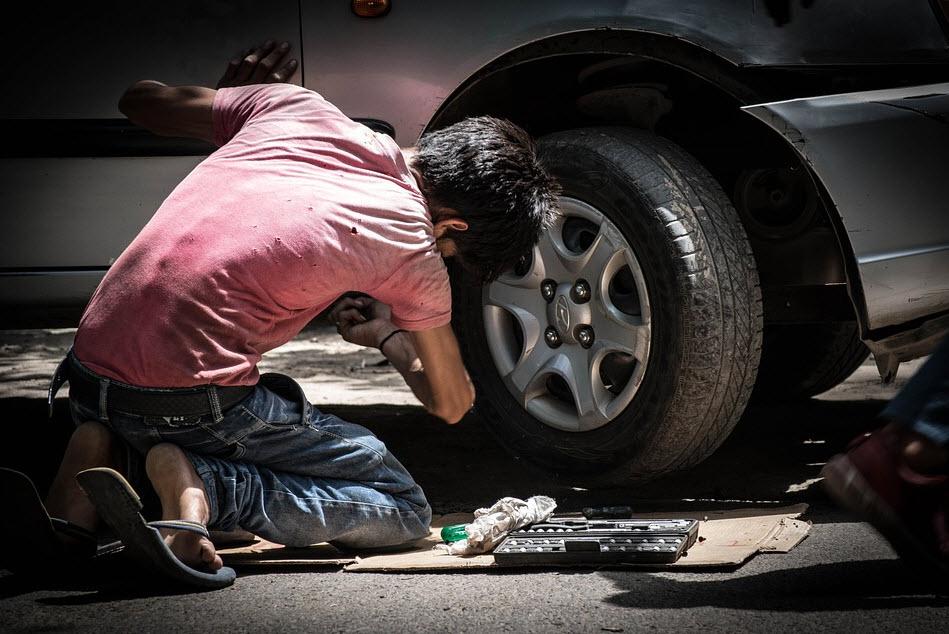 Le métier du garagiste : formation et missions